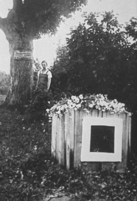 Photograph of Malevich's tomb at Nemchinovka